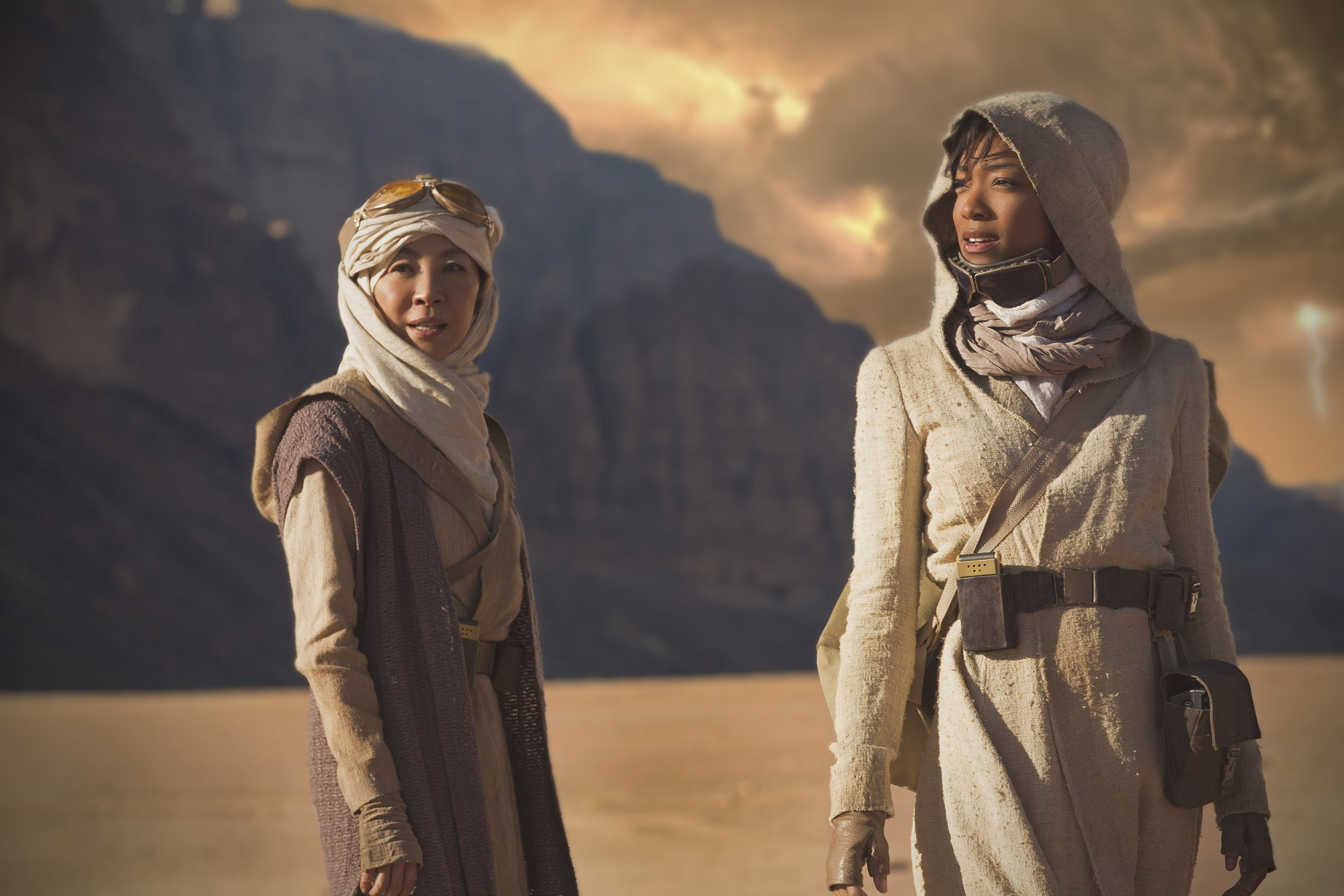 Pictured (l-r): Michelle Yeoh as Captain Philippa Georgiou;  Sonequa Martin-Green as First Officer Michael Burnham. STAR TREK: DISCOVERY coming to CBS All Access. Photo Cr: Dalia Naber.  © 2017 CBS Interactive. All Rights Reserved.